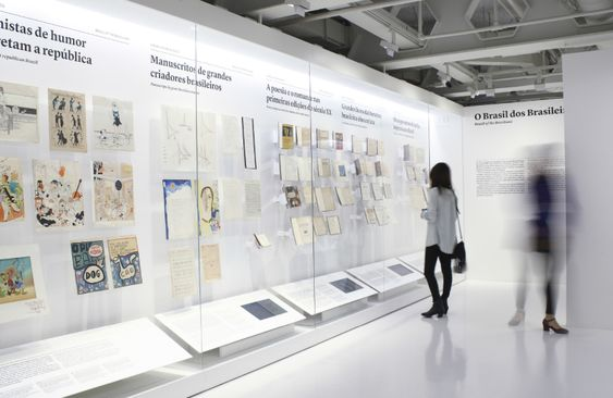 art museum antique glass display cabinet and wall display designs (32)