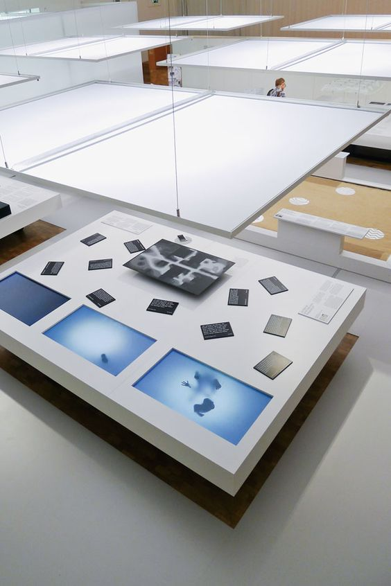 gadget devices and product display table (7)